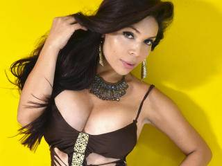 Gislaine - 24years old, Latin