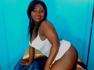 EmiliSexy - 26years old, Latin