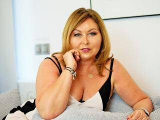 IdealStella - 46years old, White