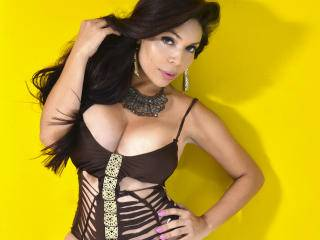 EvaLong - 25years old, Latin