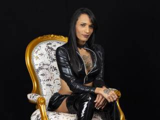 NaiveCorinSweet - 29years old, Latin